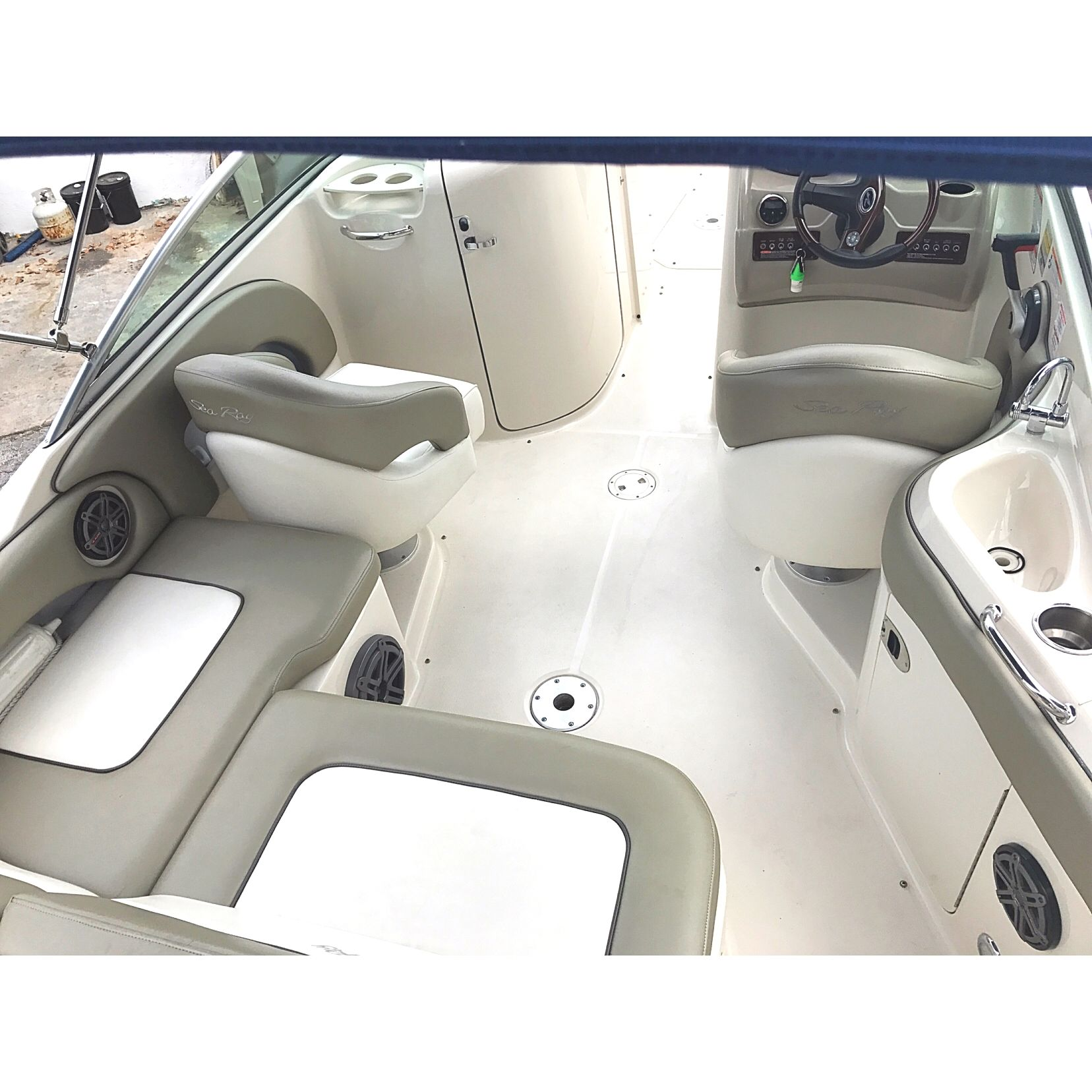 SeaRay 220 sundeck Featuring @jlaudioinc speakers and
