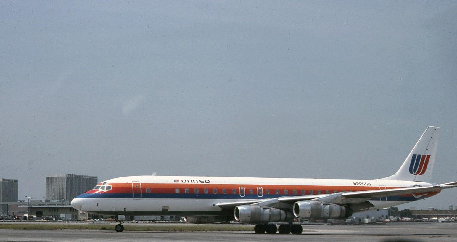 United Airlines DC8 United airlines, United air, Air photo