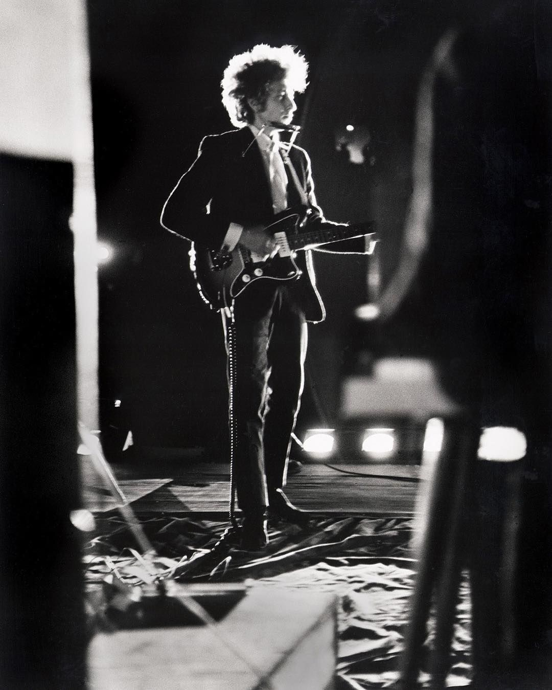 """Nobel Bob: The #singer-songwriter wins the #NobelPrize for Literature #BobDylan has won the Nobel prize for literature celebrated for """"having created new poetic expressions with the great American song tradition"""". The 75-year old legend is the first songwriter to receive the prestigious award selected by the 18 members of the Swedish Academy over other rumored favorites including the Kenyan Ngugi Wa Thiongo the American Don DeLillo and the Japanese Haruki Murakami. Dylan was born Robert…"""