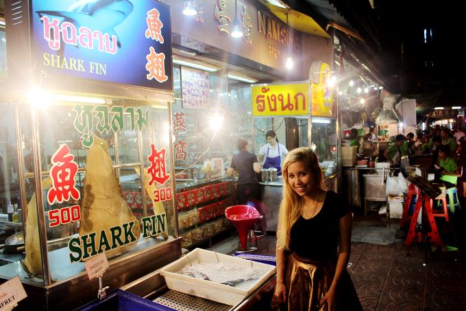 thailand, asia, south east asia, thai market, stalls, vendors, travel, travel blogger, shopping, gifts, food,  chinatown, bangkok,