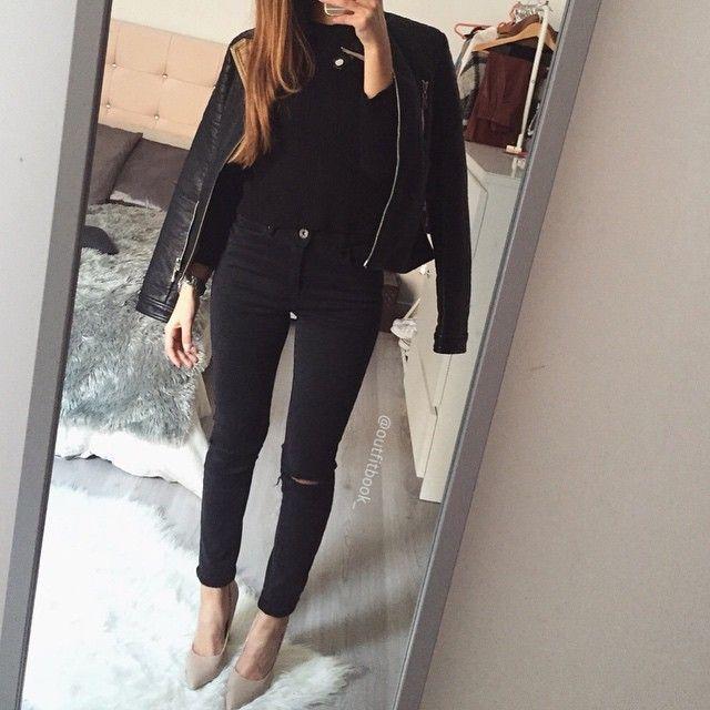 Ce jean est de retour en stock mes jolies ➡️www.outfitbook.fr Nouveau la livraison est offerte à partir de 60\u20ac Lien en bio Padgram