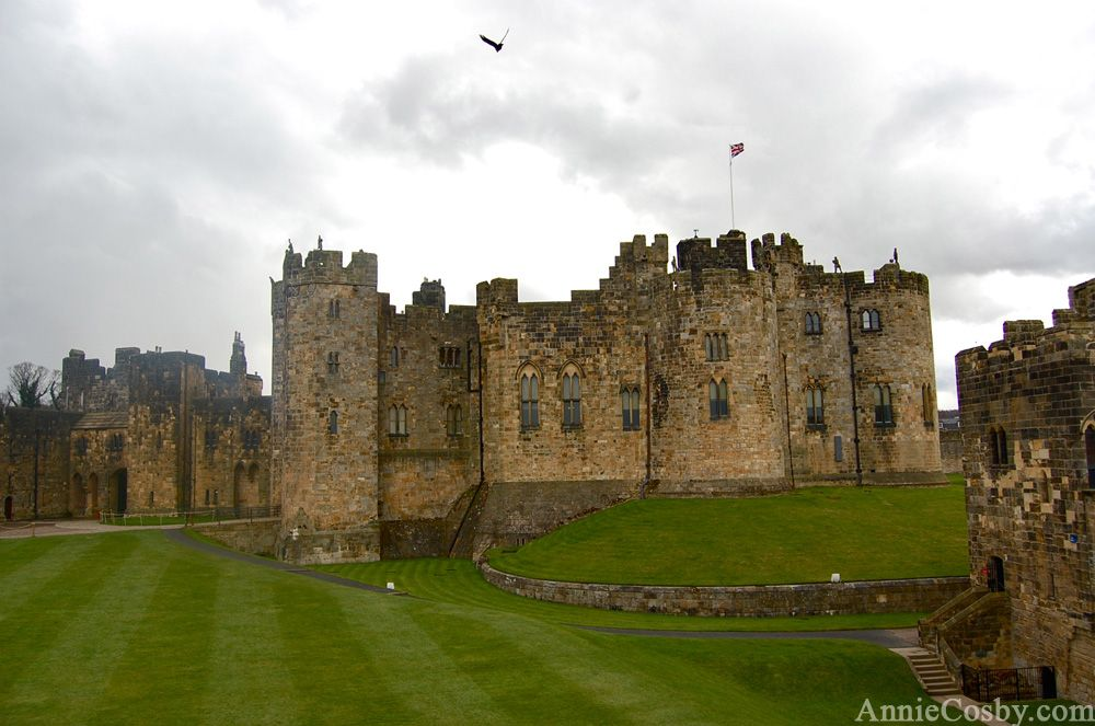 The Real People Who Live In Hogwarts Travel England Castles