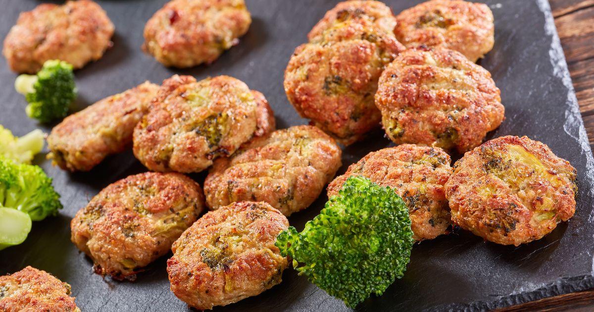 Brokkolis csirkefasírt - Recipe - Sült csirke, Darálthúsos..