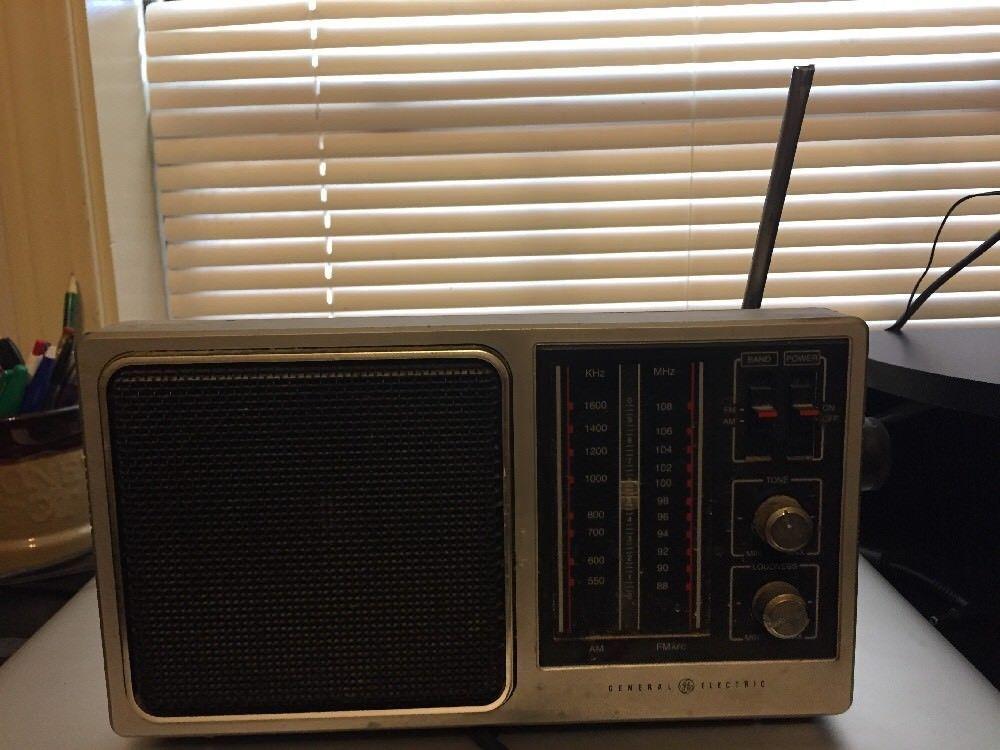 Old Vintage Toshiba Transistor Radio Model 11H540F FMAM Antenna