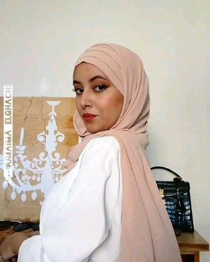 Hijab All mousseline silver qalamdress.com Tuto hijab  à  enfiler modèle All mousseline silver  de la belle @oumaima_elghachi  en direct du 🇲🇦 Plusieurs coloris  Elle porte également