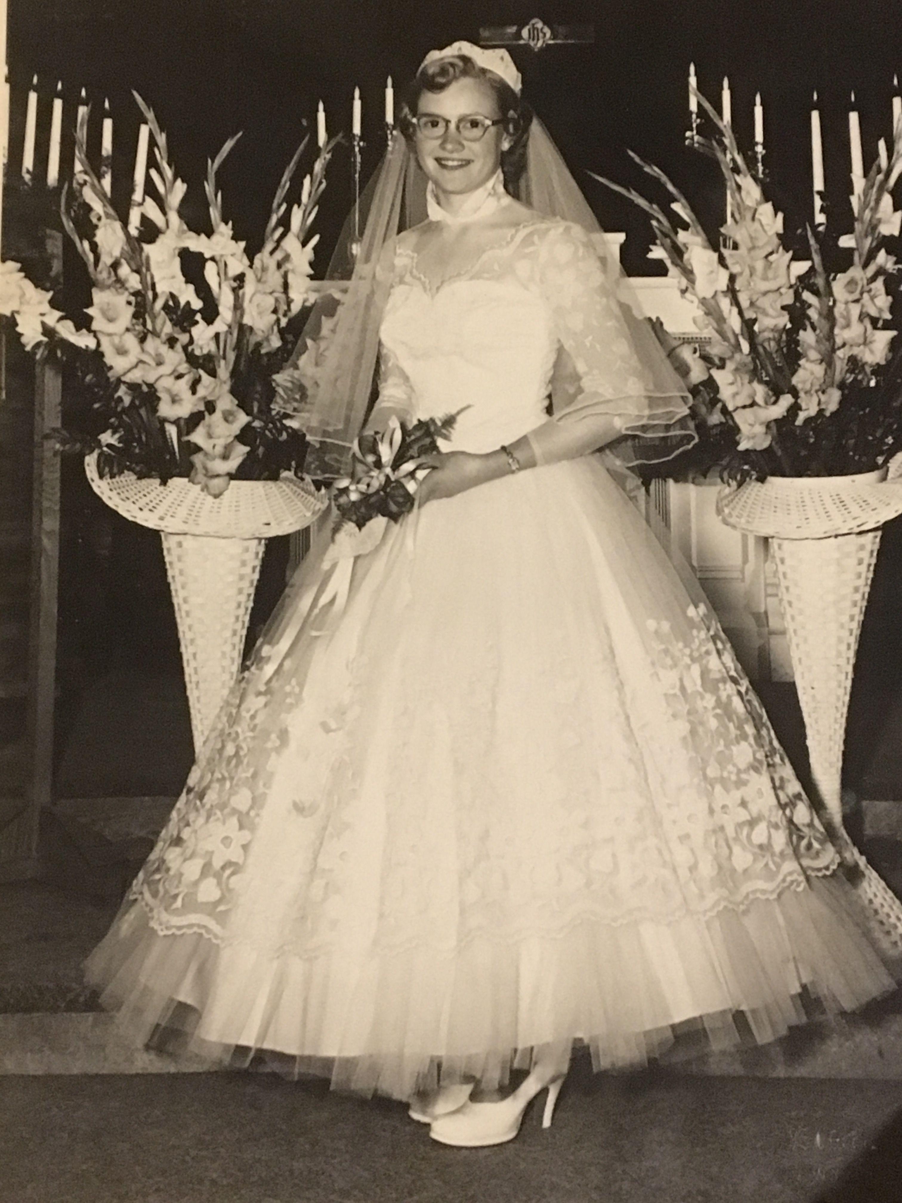 Love my Grandma\'s dress! | Dream Wedding | Pinterest | Tea length ...