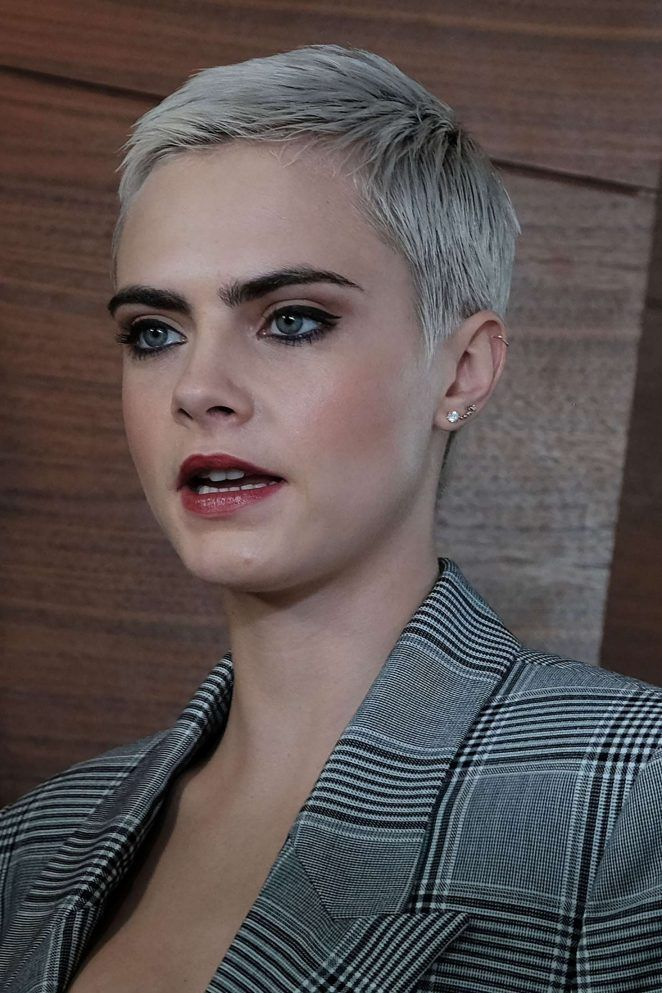 Cara Delevingne Cara In 2019 Super Short Hair Hair Styles