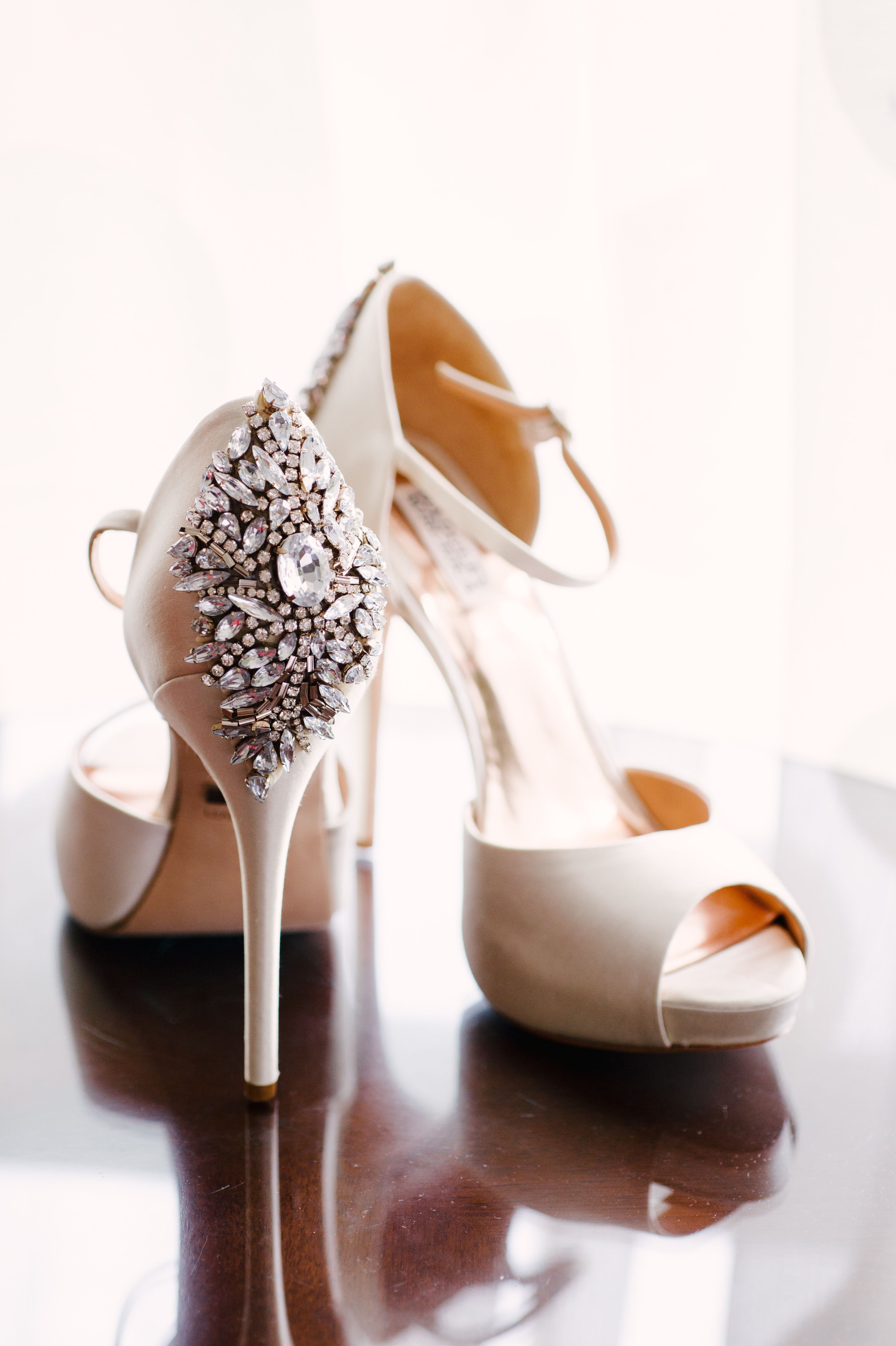 Badgley Mischka Crystal Detailed Neutral Wedding Shoes Sapatos
