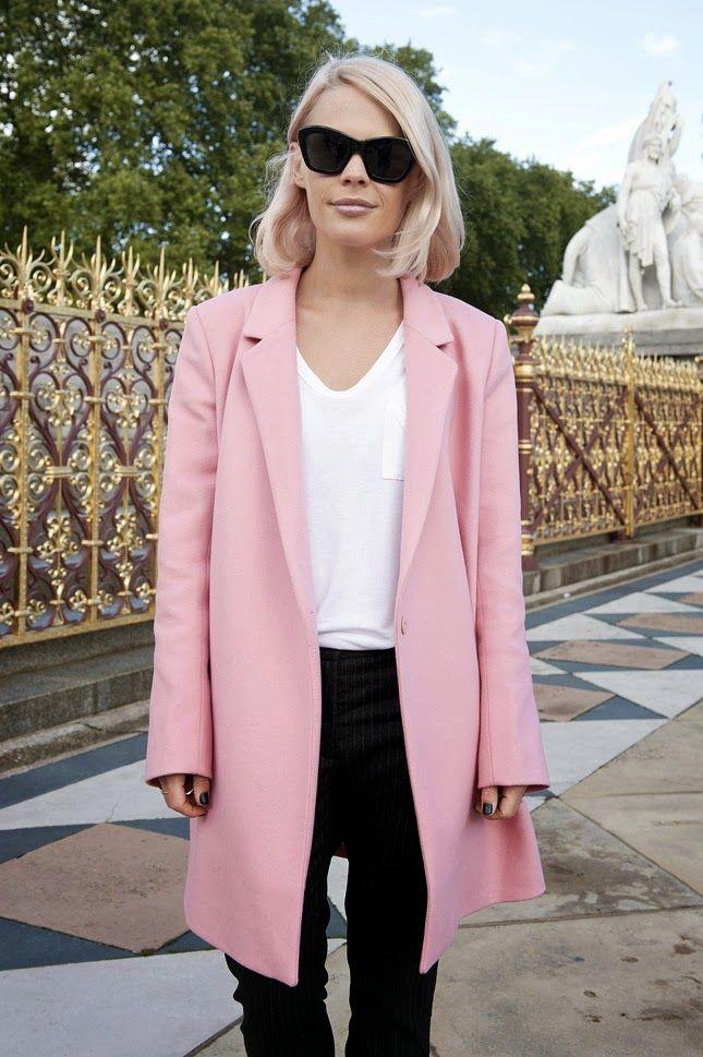 Looks para saber cómo combinar un abrigo rosa pastel  a1ee0b189ccf