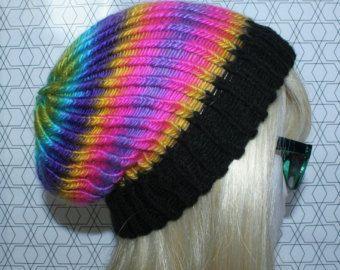 Articoli simili a Slouch Rainbow Beanie nonna Stitch Beanie cappello all'uncinetto su Etsy