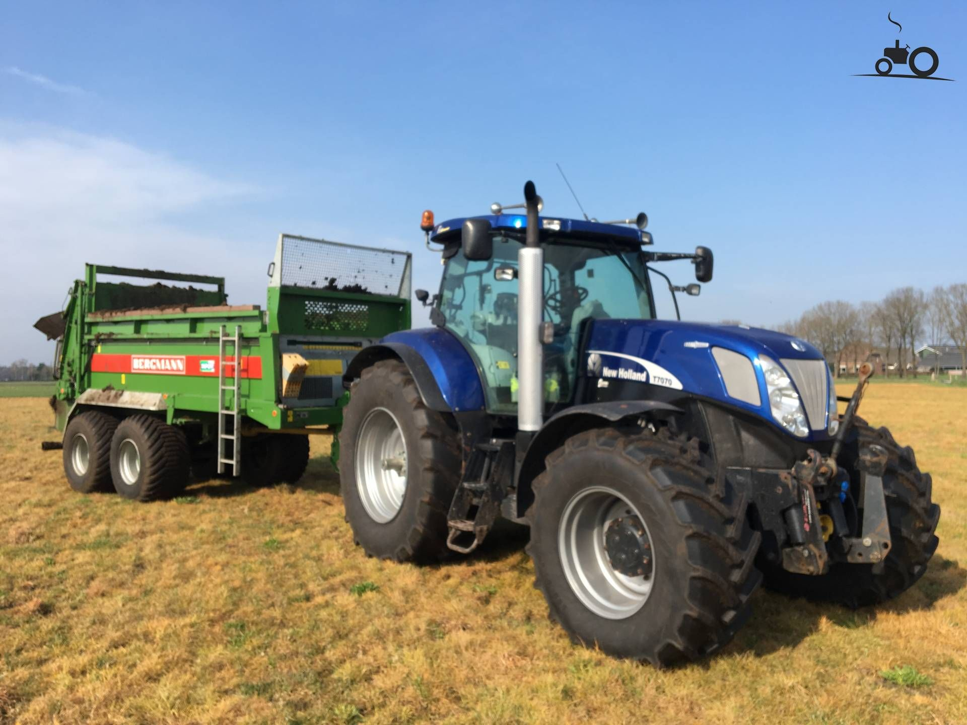 New Holland T 7070 with bergmann spreader from mts stegeman .. Posted by  hermanjohndeere on 12-04-2018 at 14:18:01, at TractorFan.nl - the number 1  tractor ...