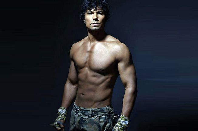 Randeep Hooda Dropped A Ridiculous 18Kgs Of Lean Muscle Mass For His New  Movie 'Sarabjit' | Randeep hooda, Celebrity workout, New movies