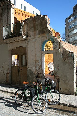 Steel Donkey Bike Tours BCN -Offering an off the beaten path tour of Gaudí's city! Get pedalling!