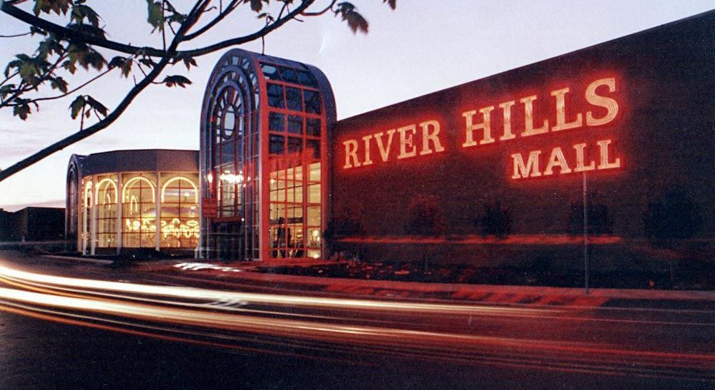 River Hills Mall Security Officer Arrested In Credit Card Fraud Privateofficer Com Credit Card Fraud Security Officer River
