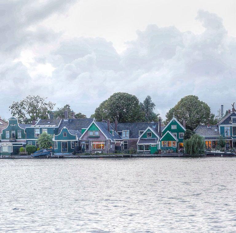 Zaandijk, Gortershoek, Old wooden Dutch houses, The Netherlands | photo alicebrandt