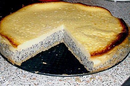 Mohnkuchen mit pudding und schmand