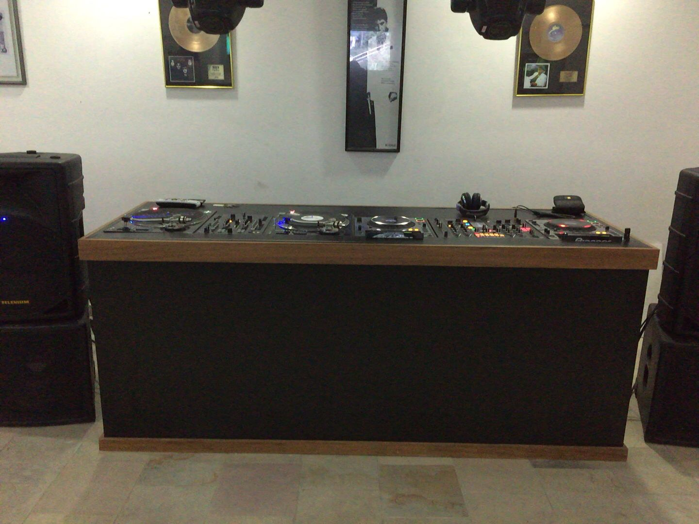 Dj Booth For Sale >> My home dj booth | club in 2019 | Dj equipment for sale ...