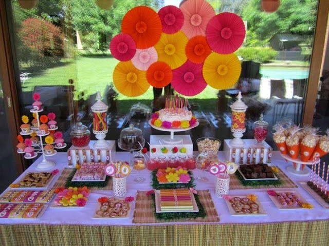 Decoracion fiesta juvenil colorida buscar con google for Decoracion para mesa dulce