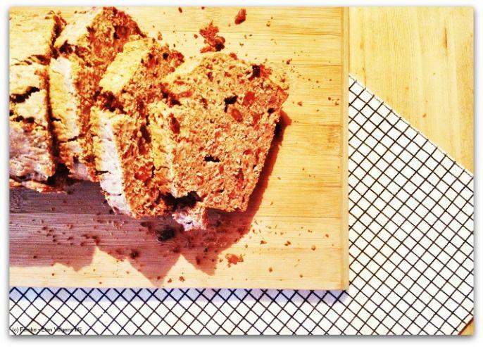 Glutenvrije courgette-dadel cake