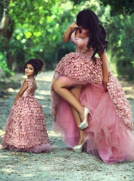 94752392731 8 Stunning Mother Daughter Outfits
