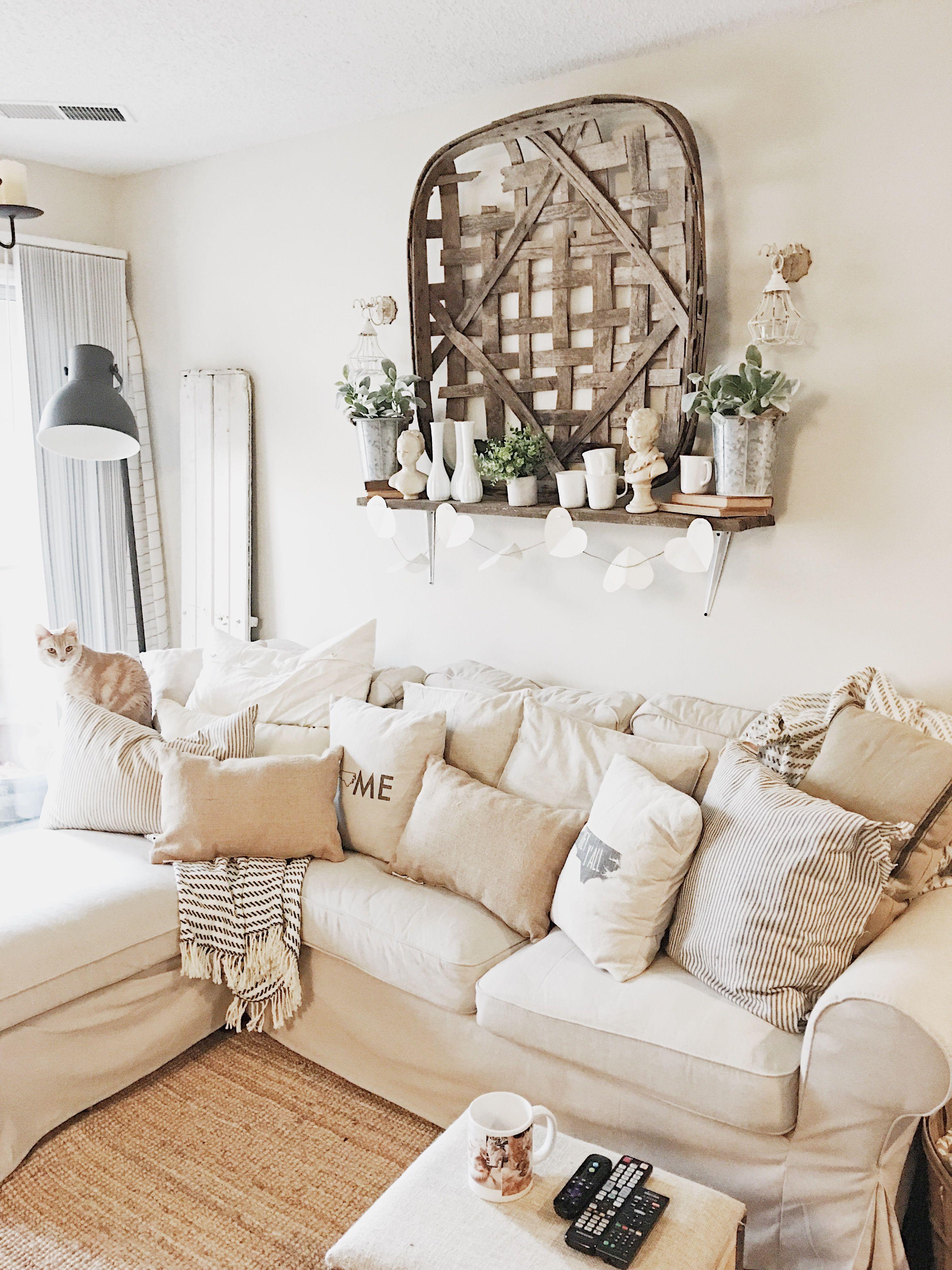 19+ Farmhouse style living room decor ideas