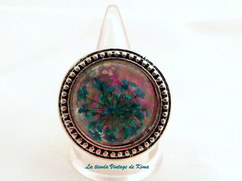 Anillo con flores naturales de La Tienda Vintage de Kima por DaWanda.com