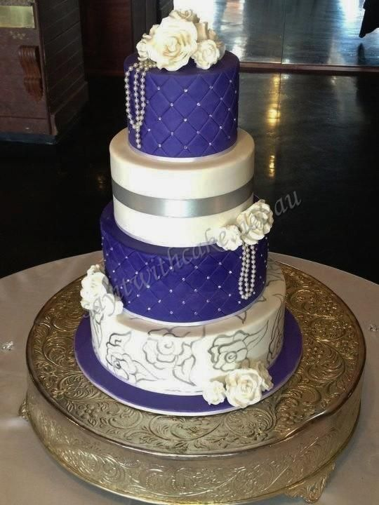 Royal Blue White Wedding Cake Minus The Hanging Beads The Silver