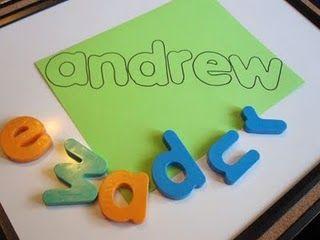 Montar o nome com letras de alfabeto móvel  com modelo vazado