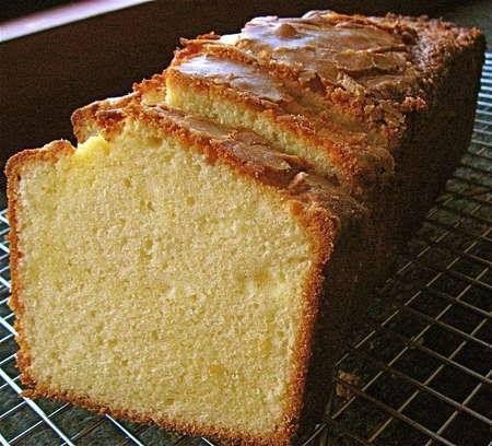 كيكة الزبادى بدون دسم المقادير 4 بيضات كوب و نصف سكر 2 كوب زبادي لايت يعادل حوالي 4 علب زبادي فانيليا ربع معلقة Pound Cake Recipes Recipes Pound Cake