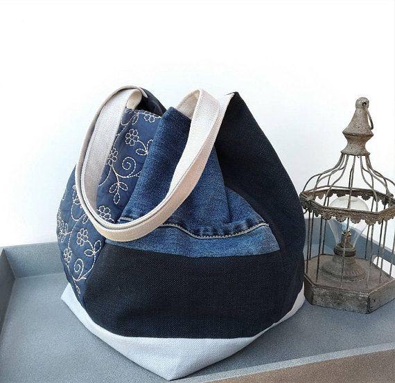 Borsa Tote di media misura fatta a mano utilizzando tessuti arredo e jeans  riciclato. Borsa 739abd1f654