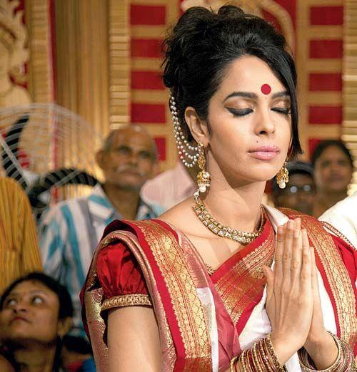 Mallika Sherawat In Kolkata Dressed Up In The Traditional