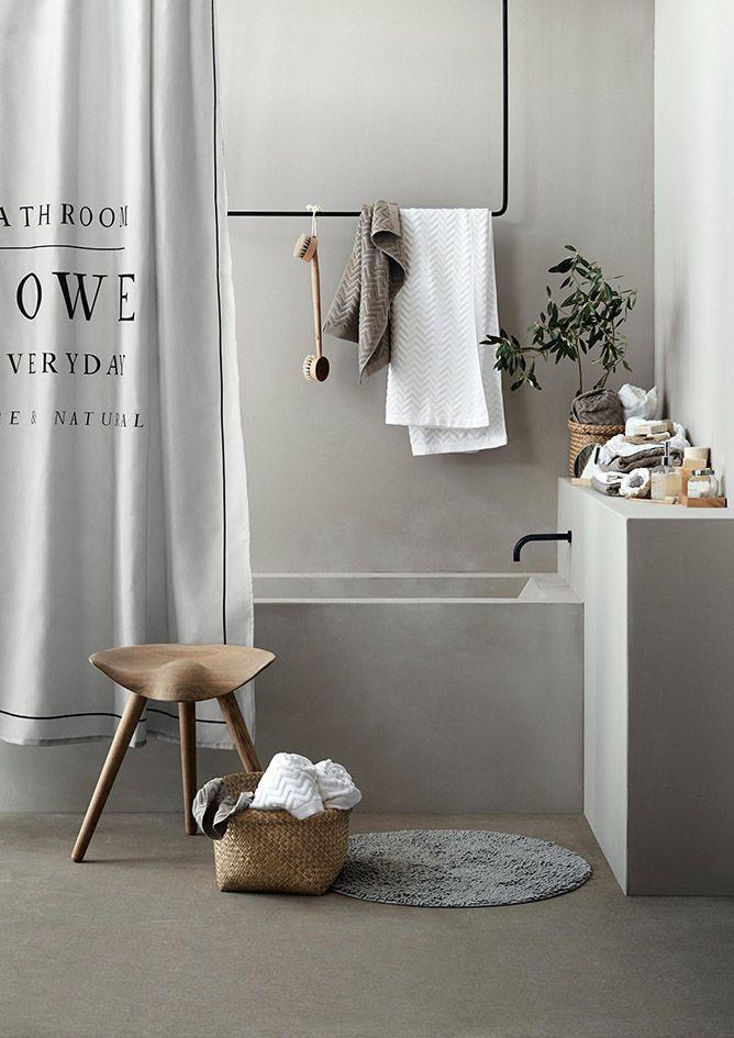 salle de bain baignoire béton ciré bois brut hem draps de douche ...