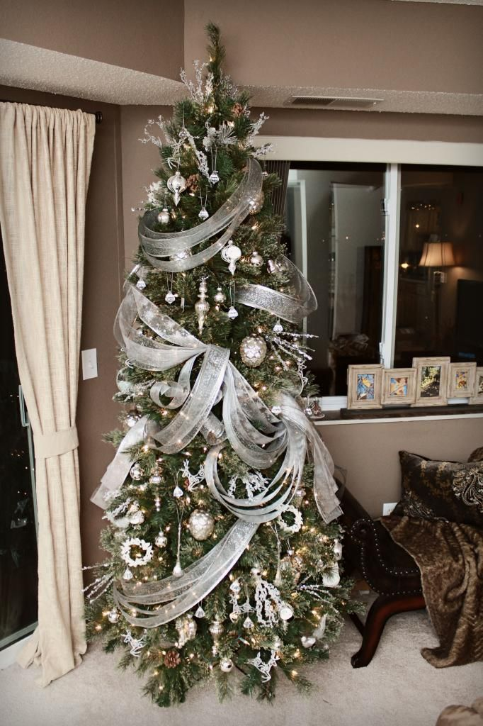 110 Feet Of Ribbon On This Elegant Tree By Seasonaldecorating From The Holiday Forum On Garden Ribbon On Christmas Tree Elegant Christmas Trees Christmas Tree