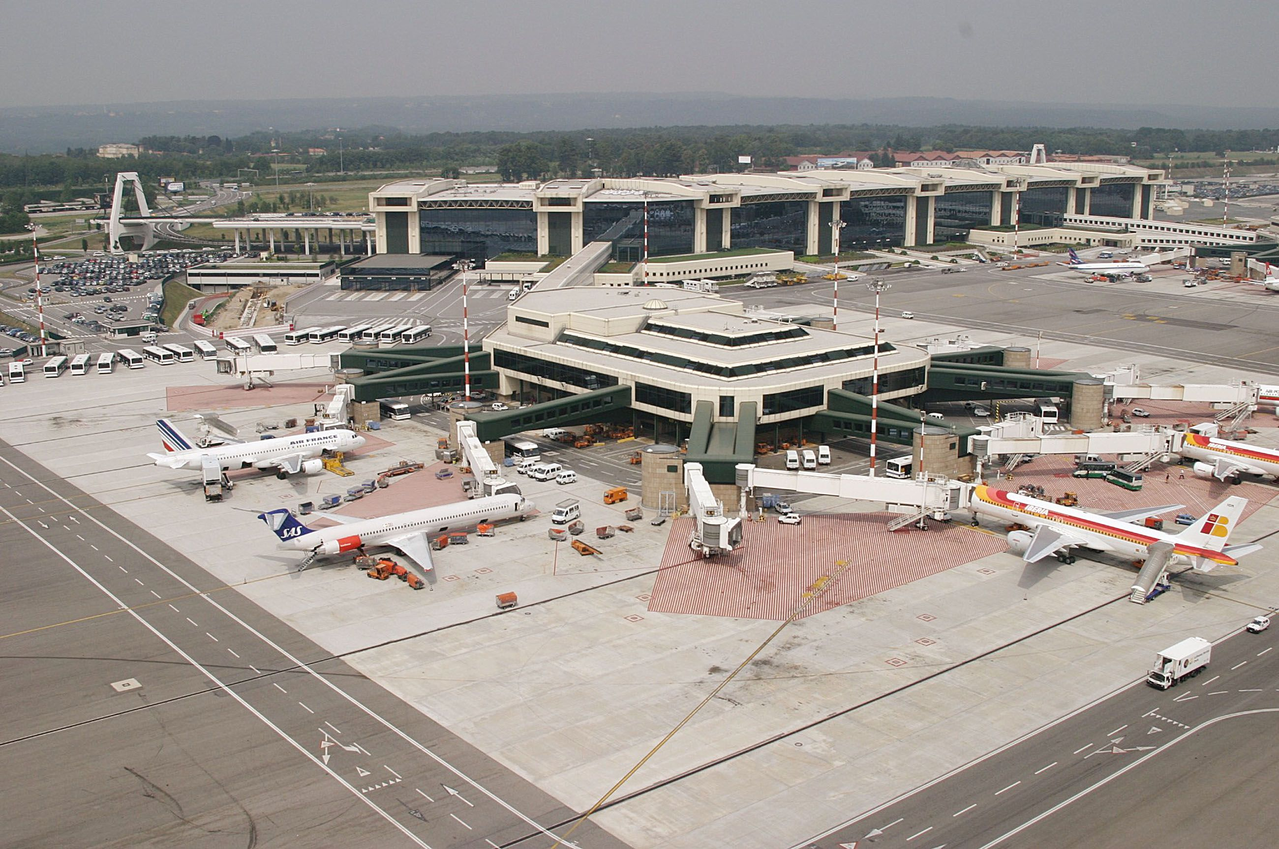 Aeroporto Ewr : Aeroporto milano linate lin milaan airports italy