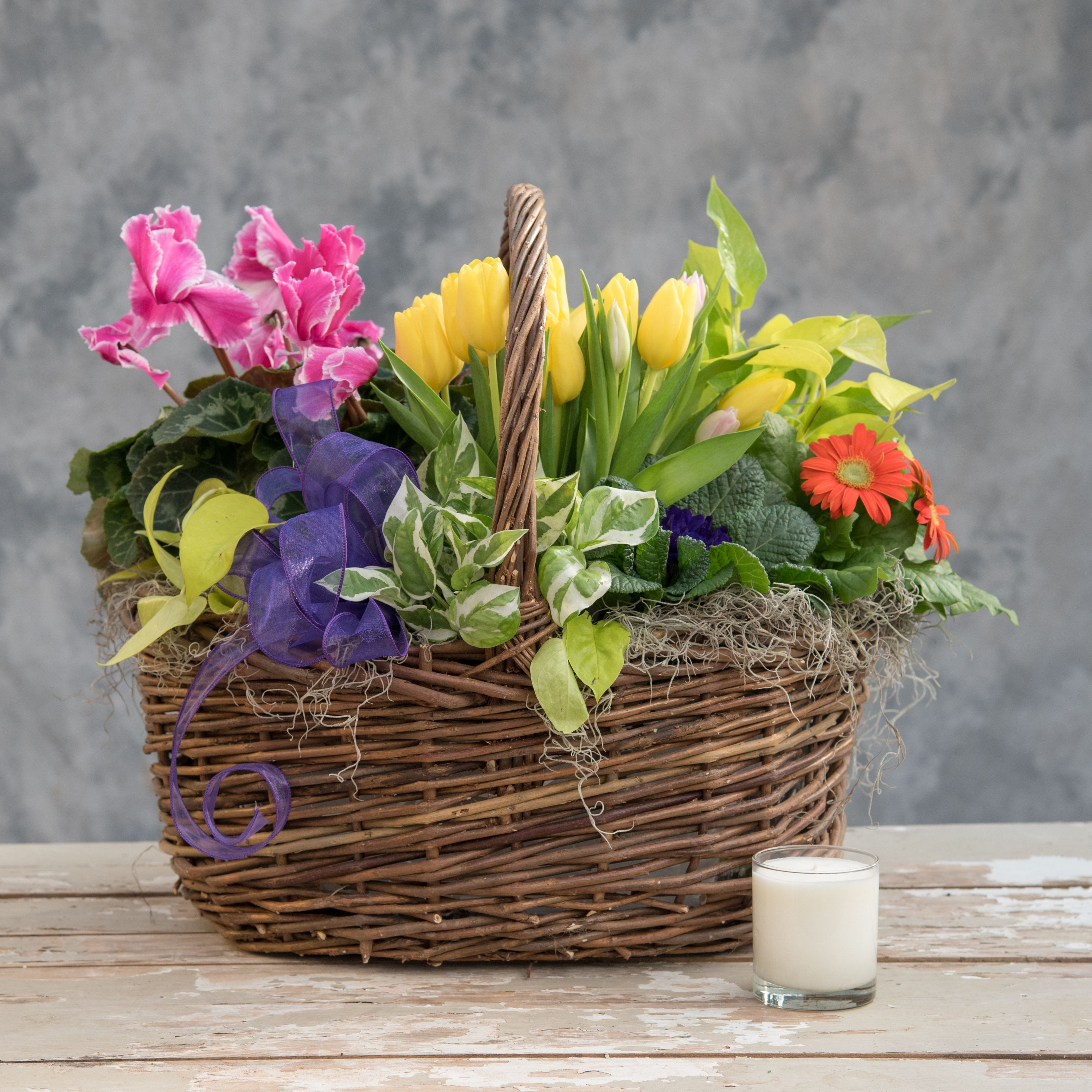 Send English Garden In Collegeville Pa From Risher Van Horn The Best Florist In Collegeville All Flowers Are Hand Flower Delivery All Flowers English Garden