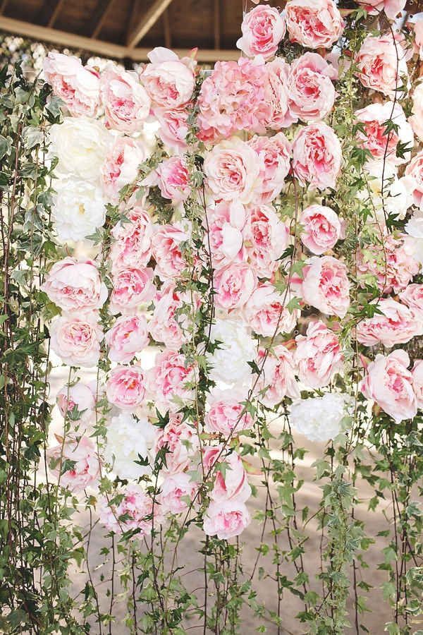 For a photo backdrop 38 prettiest ways to use flowers in your for a photo backdrop 38 prettiest ways to use flowers in your wedding mightylinksfo
