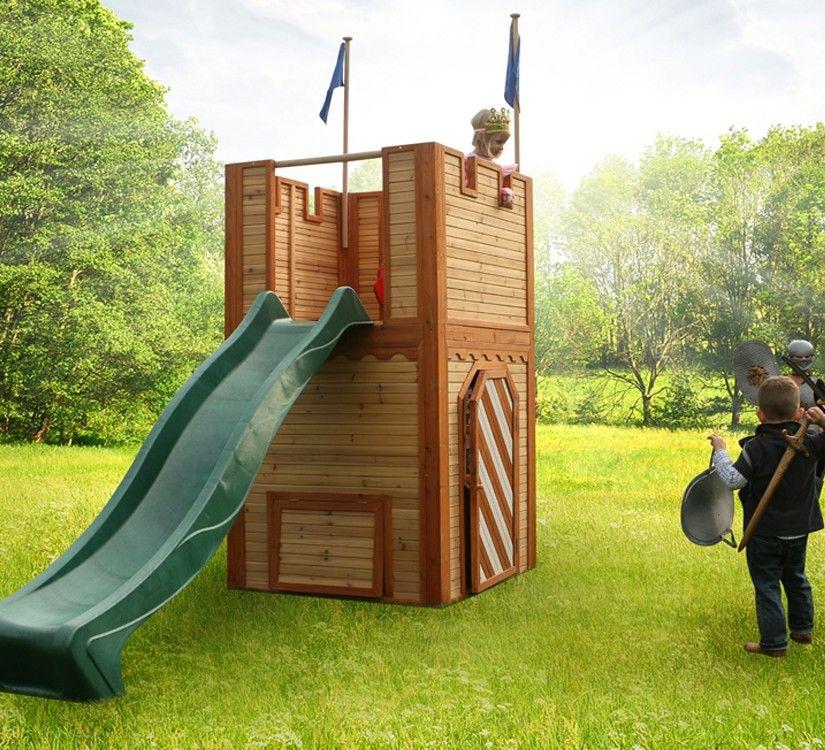 Una #casita de #madera con la forma de un #castillo medieval Una