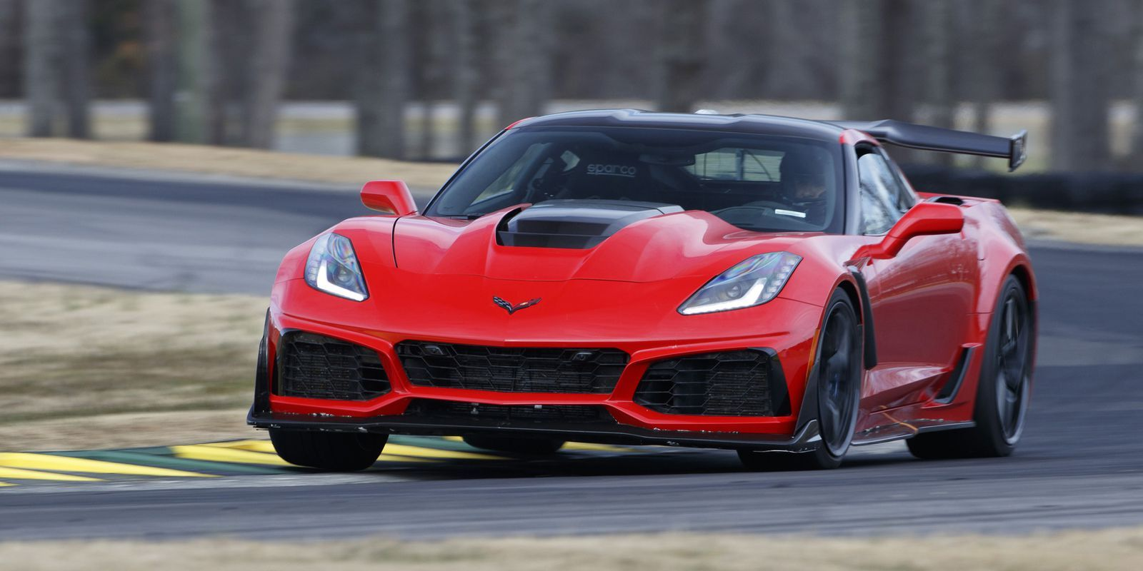 2019 Corvette ZR1 Does 060 in 2.85 Seconds, Hits 100 in