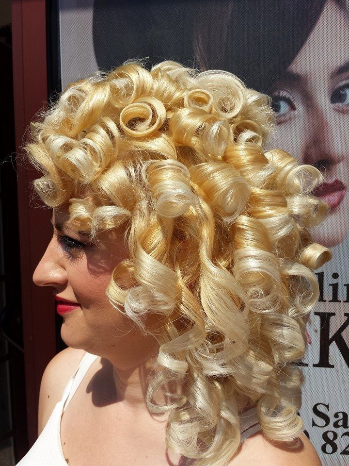 mise en plis deroulee | Blonde bouffant | Pinterest | Fresh and Salons