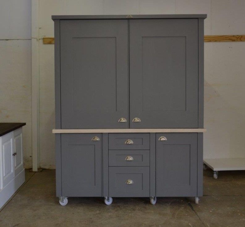 Our Kitchen In A Cupboard Kiac Dulux Night Jewel 3 With Blonde Top Looks Rather Stunning This One Is Going To Pretoria