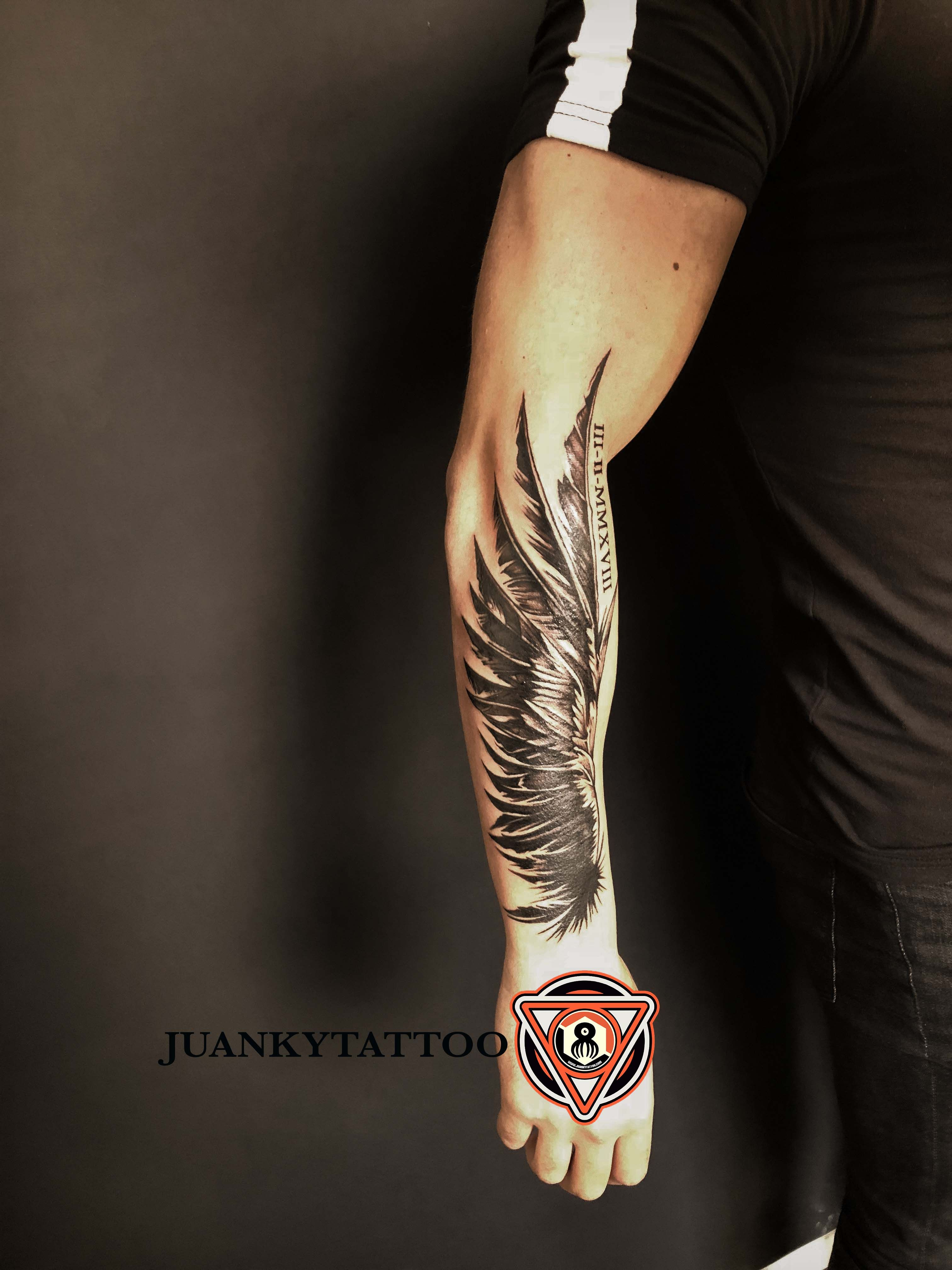 Disposición de  ala en antebrazo,sesión de 3 horas  is part of Tattoos -