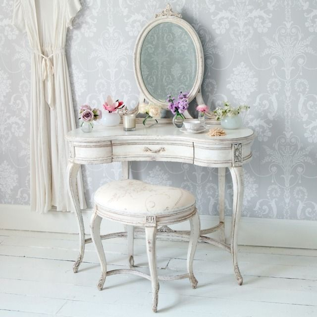 d coration de la chambre romantique 55 id es shabby chic coiffeuse blanche chambre shabby. Black Bedroom Furniture Sets. Home Design Ideas
