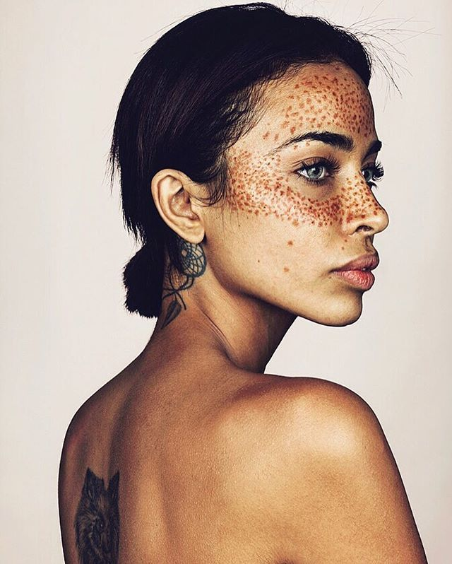 These Freckles are real first of all and not fake.. Just when I thought the series had come to a close @kimberley_wallis here sent in a selfie with the most incredible freckles, so unique and with a heritage that has Native American, Spanish, Japanese and Egyptian as well Caucasian had to feature.. She travelled to #ElbankHOPstudio yesterday with a Uni friend and I think as we now nearing completion of the work, sums up such great diversity in the long series. Tomorrow I will be posting…