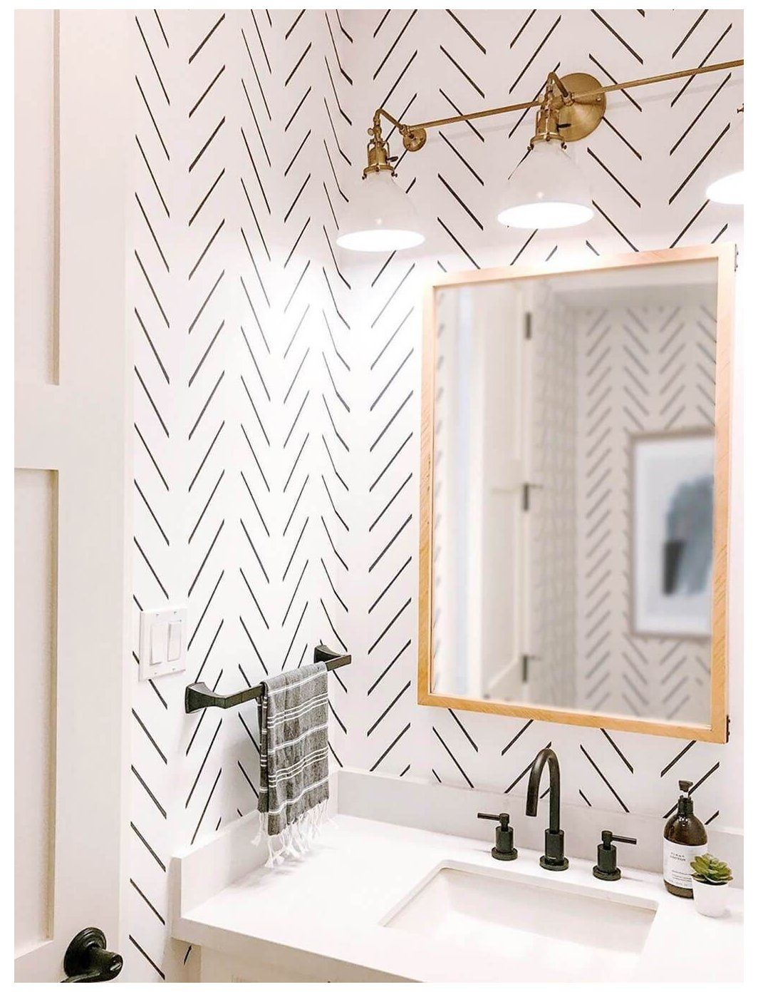 Learn How To Achieve A Great Mid Century Bathroom Decor With Stunning Wallpapers Www Essentialho Small Toilet Room Bathroom Decorating Styles Cloakroom Toilet