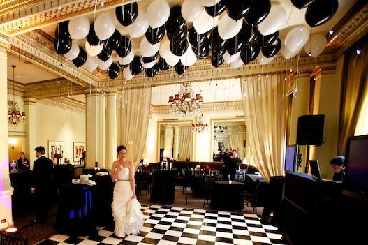 Portland oregon wedding at hotel deluxe old hollywood for Balloon decoration for wedding reception