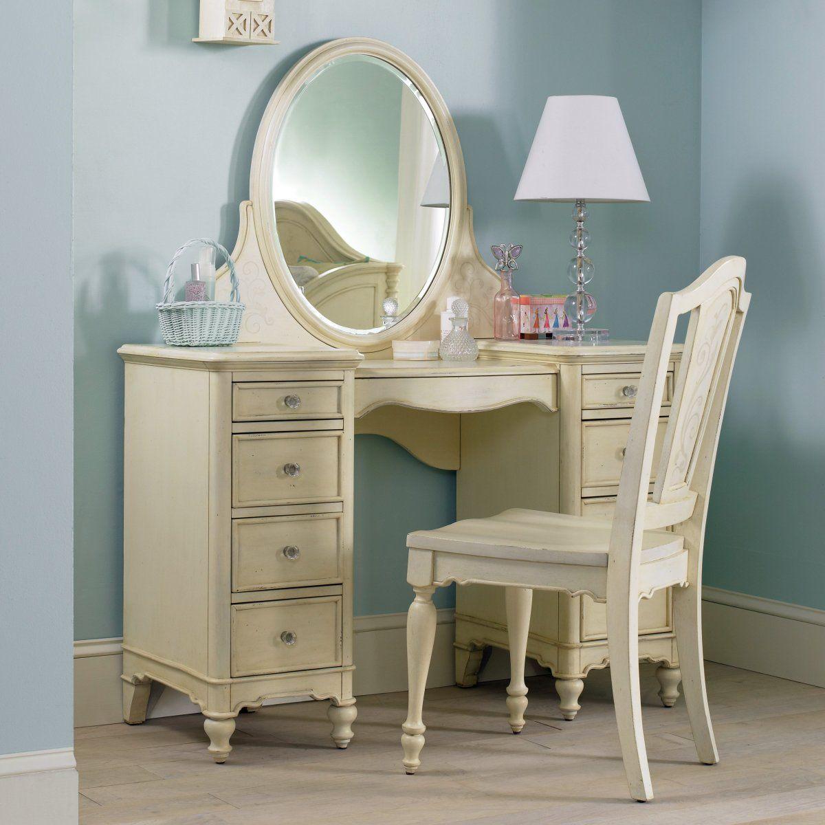 Wonderful Ivory Bedroom