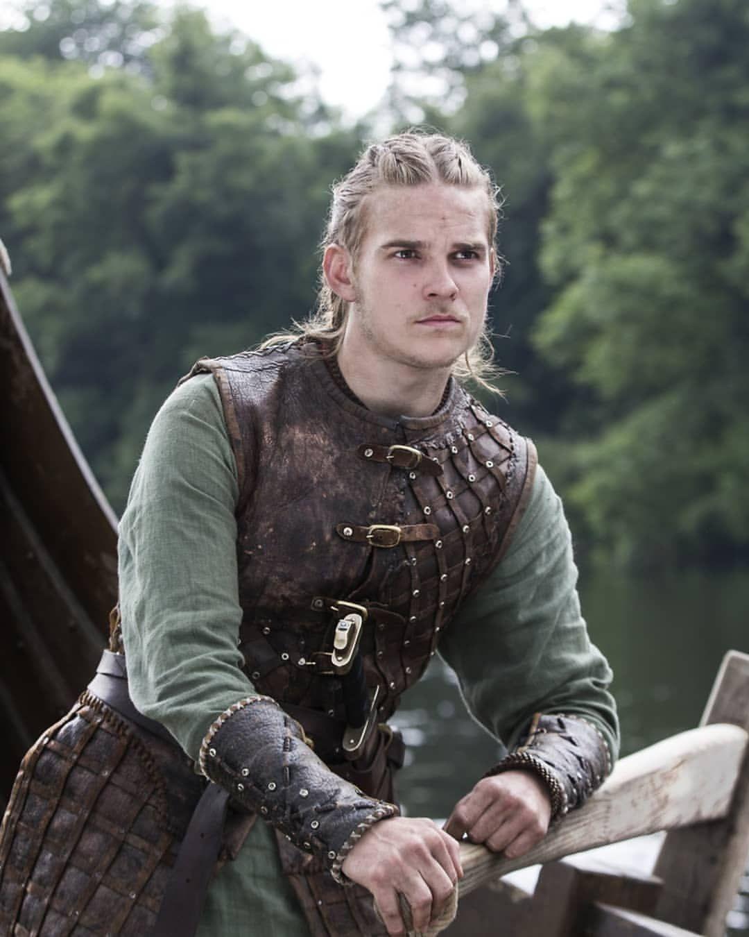 Hvitserk | Vikings in 2019 | Vikings, Vikings tv, Vikings ragnar