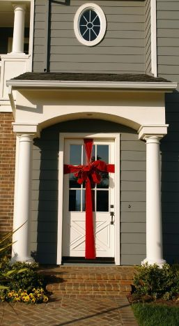 Wrap Your Door With A Giant Bow Quick Cheap And Easy