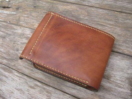 Купить или заказать Кожаный кошелек в интернет-магазине на Ярмарке Мастеров. Кожаный кошелек.Размеры 12 х 9,5 см ( в закрытом виде ) Одно отделение для купюр,восемь для карточек. Отполирован воском,ручной шов.