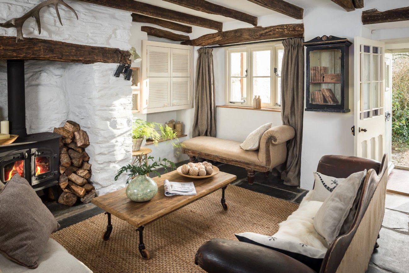 Unique Home Stays cottage decor: living room | via unique home stays | living rooms